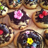 Cookies de chocolate decoradas
