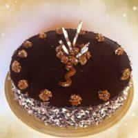 Tarta de chocolate con relleno de crema de chocolate y café
