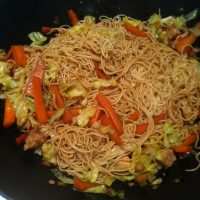 Noodles con pollo y verduras