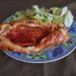 Empanada de trucha y mermelada de tomate